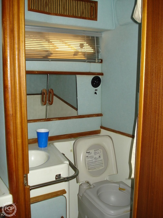 1988 Sea Ray boat for sale, model of the boat is 300 Weekender & Image # 9 of 40