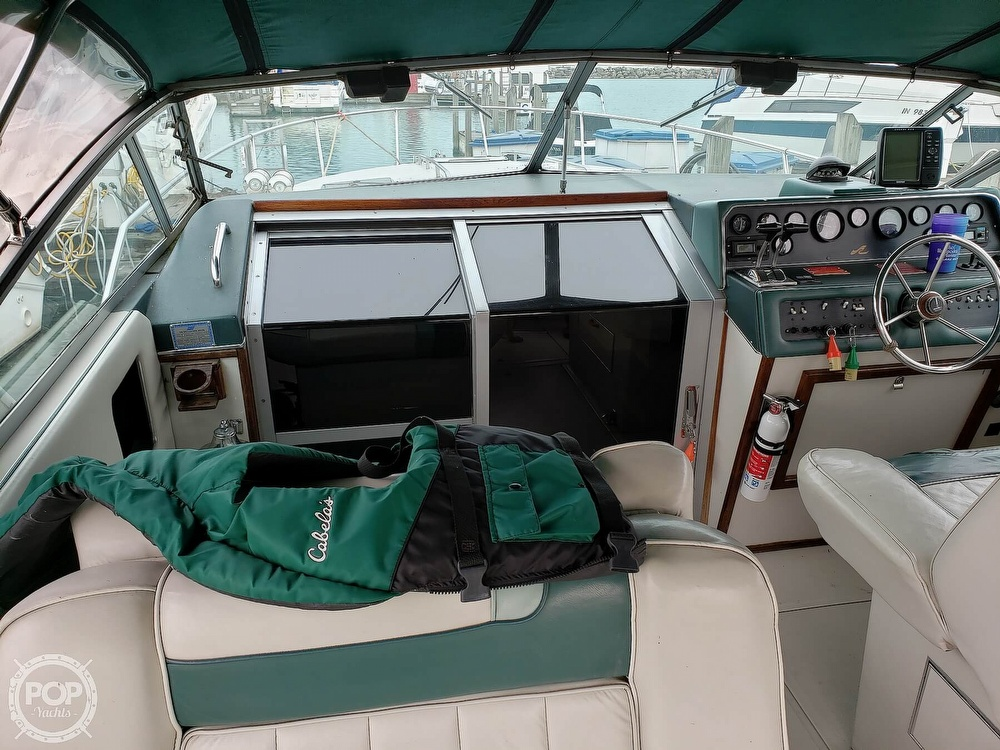 1988 Sea Ray boat for sale, model of the boat is 300 Weekender & Image # 33 of 40