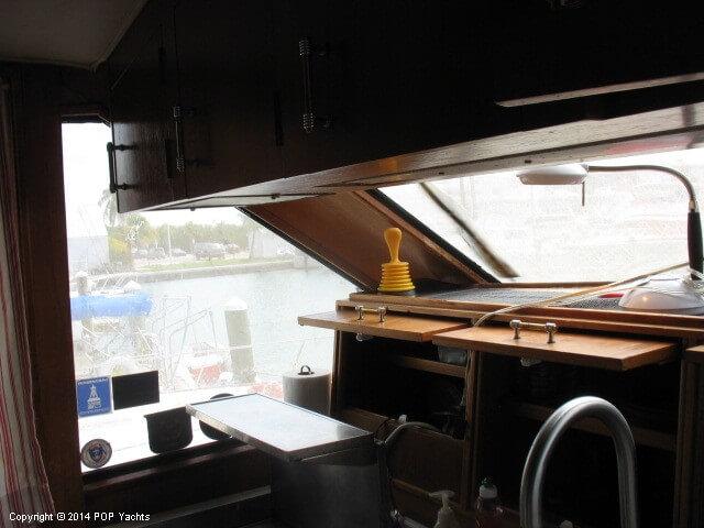 1990 Ocean Yachts 48 Motoryacht - Photo #12