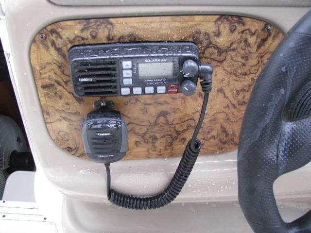 2006 Larson 240 Cabrio - Photo #18