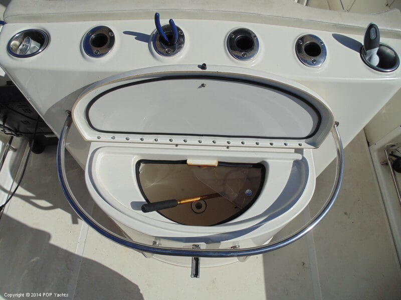 2005 Triton 351 Center Console - Photo #27