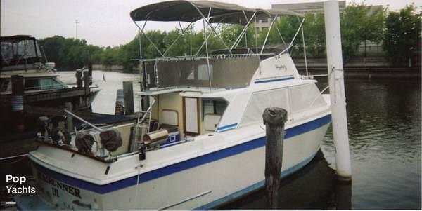 1971 Uniflite boat for sale, model of the boat is 31 Sport Sedan & Image # 3 of 40