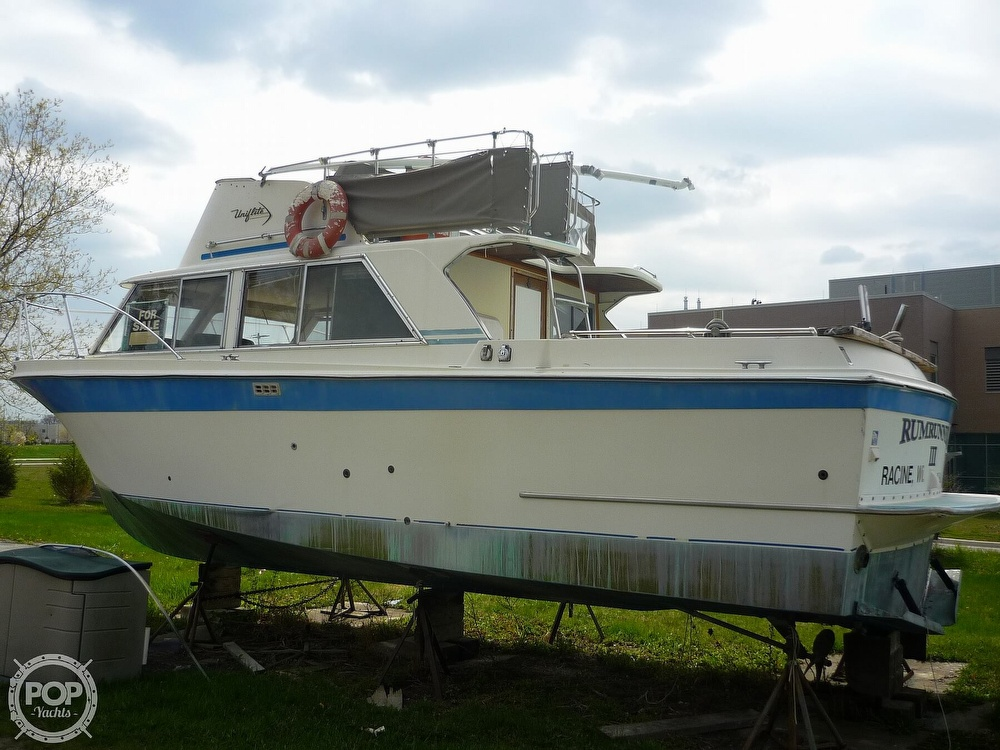 1971 Uniflite boat for sale, model of the boat is 31 Sport Sedan & Image # 17 of 40