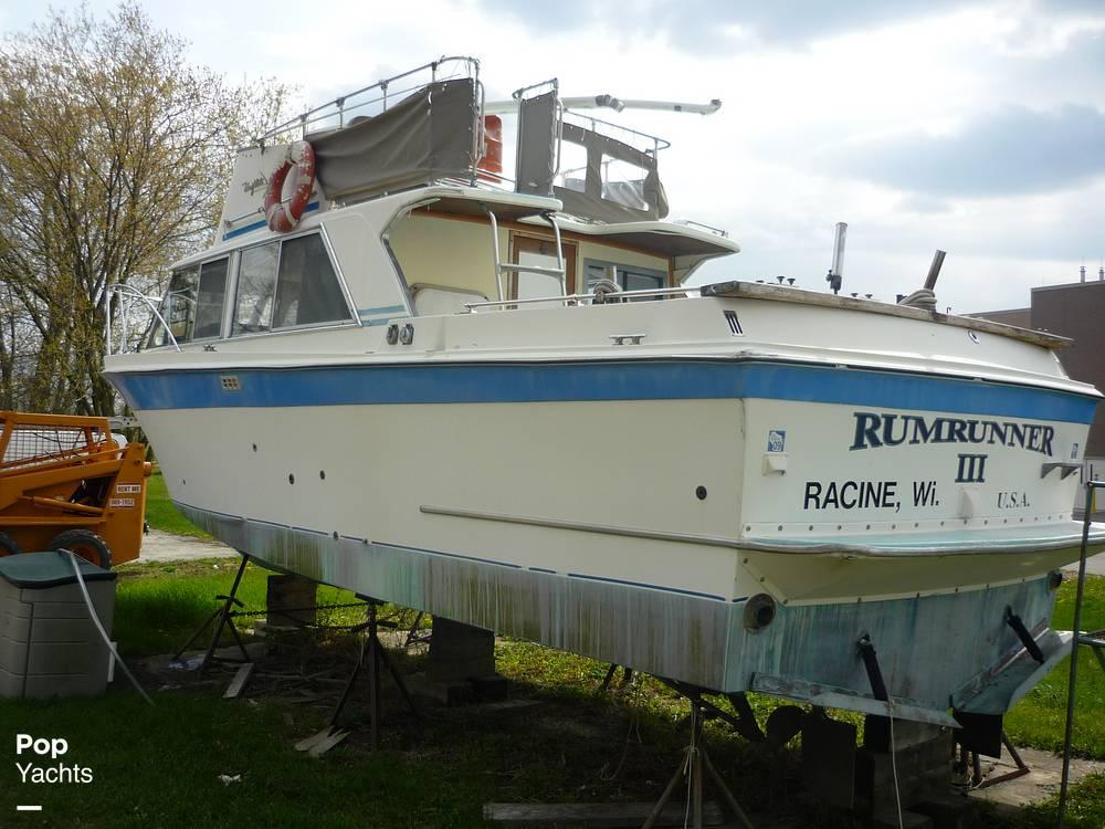 1971 Uniflite boat for sale, model of the boat is 31 Sport Sedan & Image # 18 of 40