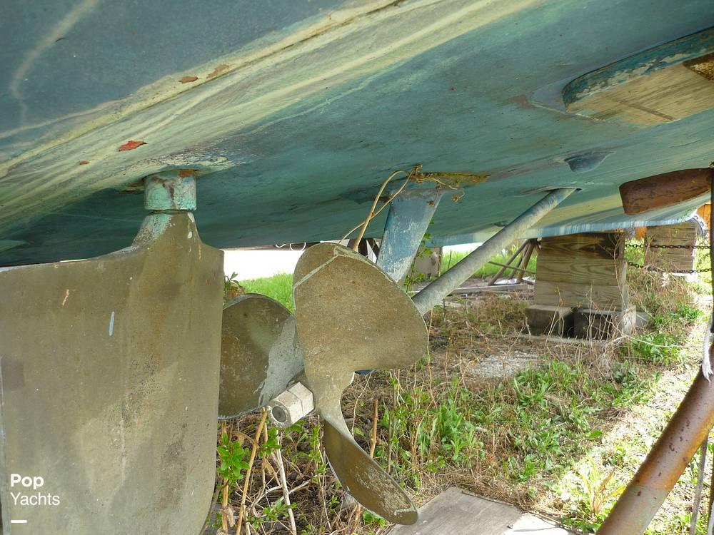 1971 Uniflite boat for sale, model of the boat is 31 Sport Sedan & Image # 22 of 40