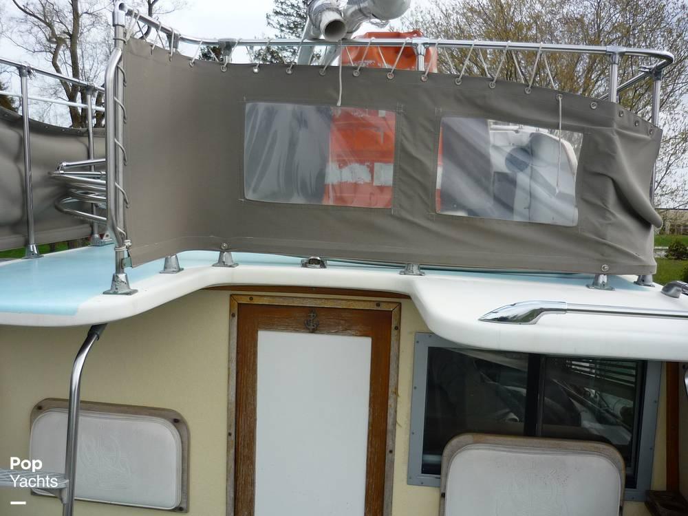 1971 Uniflite boat for sale, model of the boat is 31 Sport Sedan & Image # 24 of 40