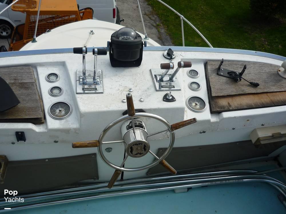 1971 Uniflite boat for sale, model of the boat is 31 Sport Sedan & Image # 27 of 40