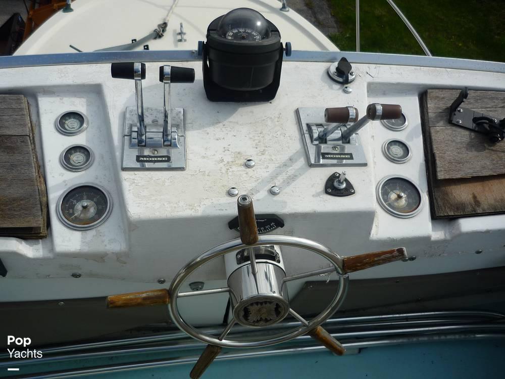 1971 Uniflite boat for sale, model of the boat is 31 Sport Sedan & Image # 28 of 40