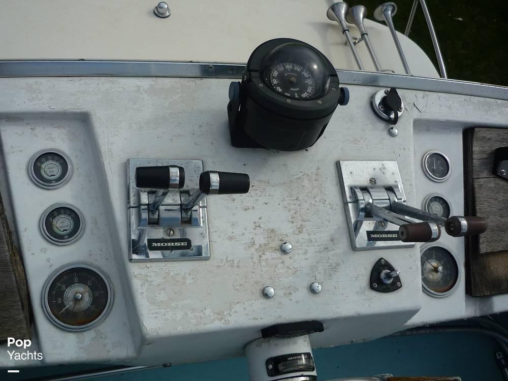 1971 Uniflite boat for sale, model of the boat is 31 Sport Sedan & Image # 30 of 40