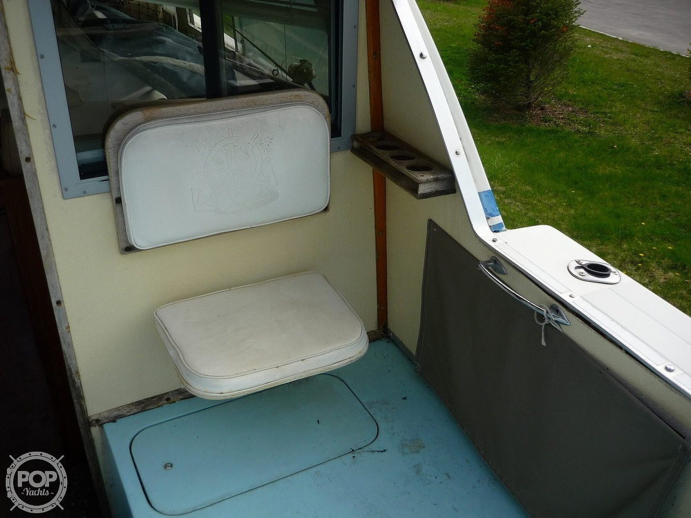 1971 Uniflite boat for sale, model of the boat is 31 Sport Sedan & Image # 38 of 40
