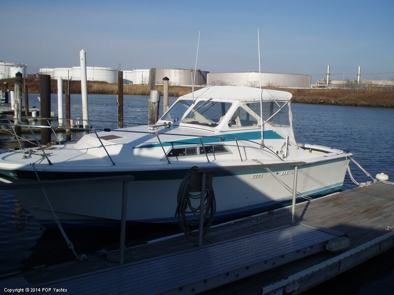 1977 Uniflite boat for sale, model of the boat is 28 Salty Dog & Image # 2 of 24