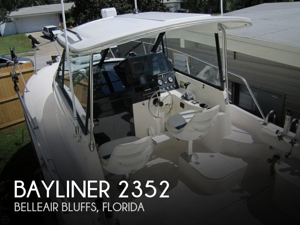 1997 Bayliner 2352 Trophy