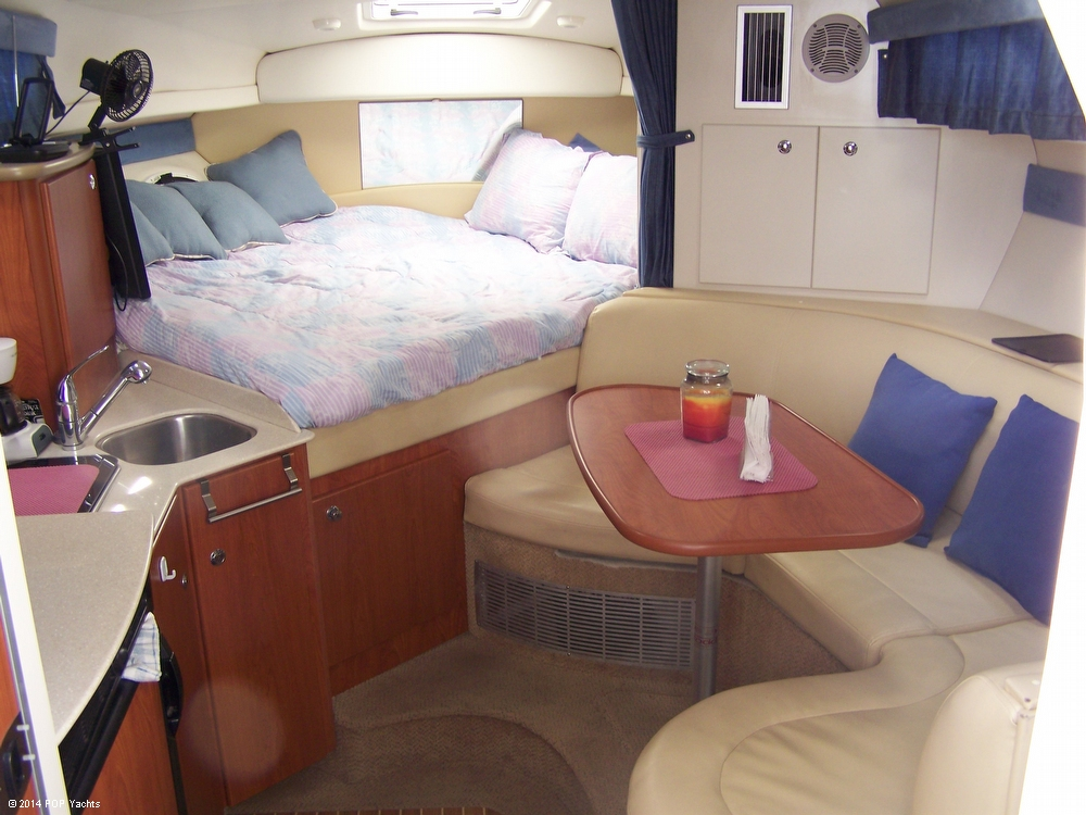2007 Bayliner 305 Cruiser - Photo #2