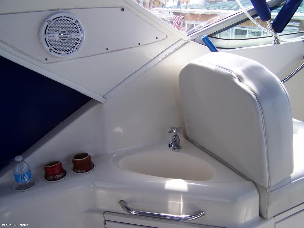 2007 Bayliner 305 Cruiser - Photo #10