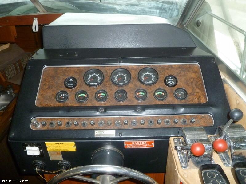 1980 Sea Ray 270 SRV Sedan Bridge - Photo #11