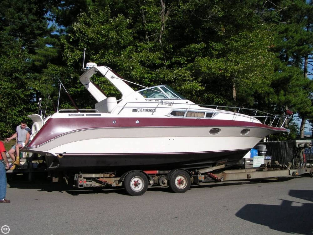 Used 1988 Cruisers Yachts 3170 Esprit For Sale