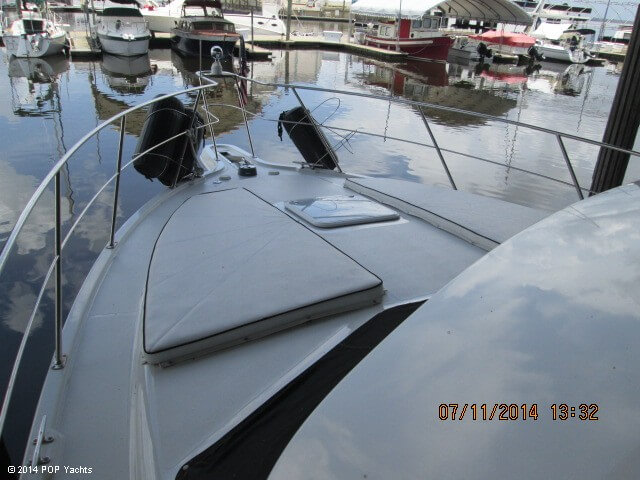 2001 Carver 374 Voyager - Photo #15