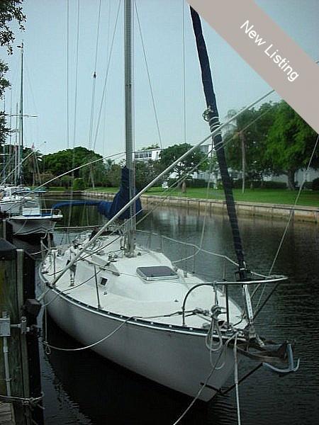 1973 C & C Yachts 30 - Photo #12