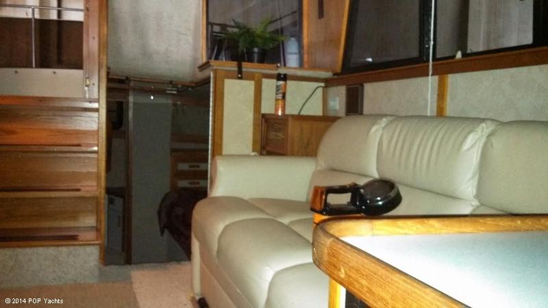 1986 Carver 3207 Aft Cabin - Photo #9