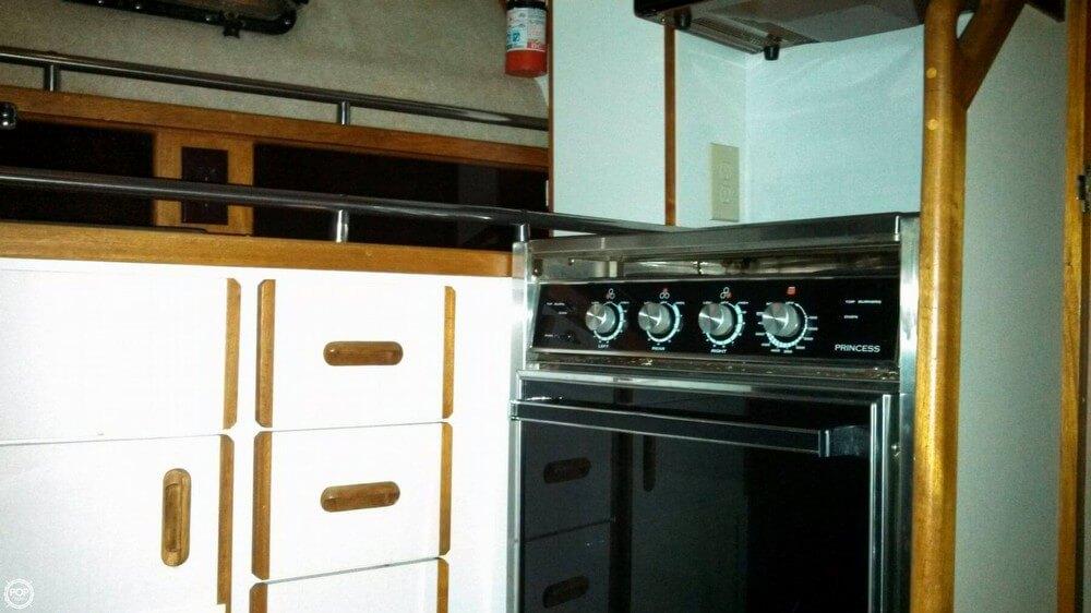 1986 Carver 3207 Aft Cabin - Photo #14