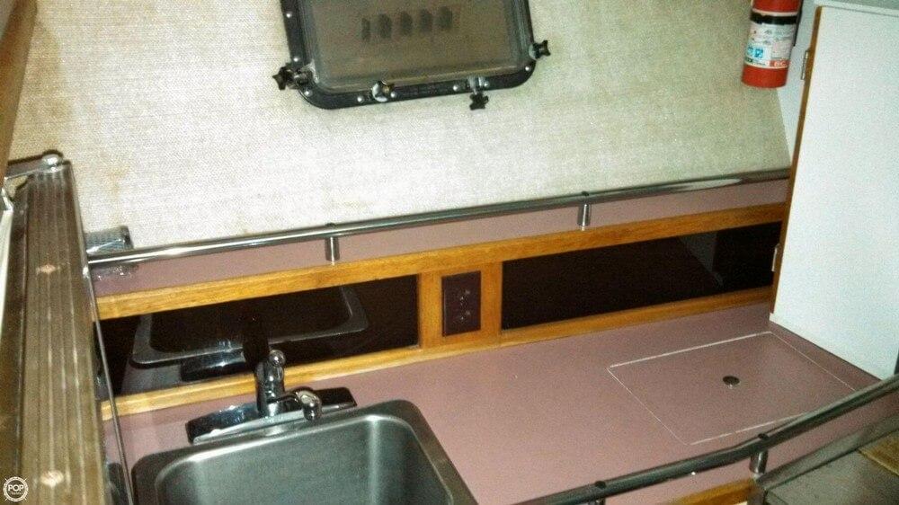1986 Carver 3207 Aft Cabin - Photo #28