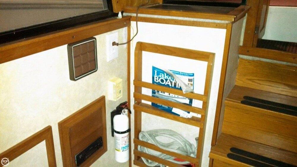 1986 Carver 3207 Aft Cabin - Photo #29