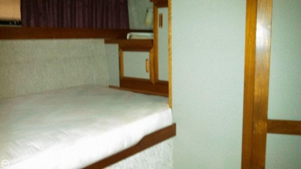 1986 Carver 3207 Aft Cabin - Photo #30
