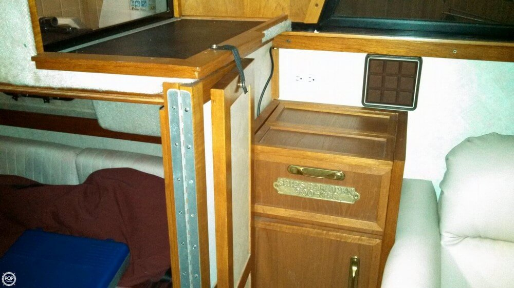 1986 Carver 3207 Aft Cabin - Photo #32