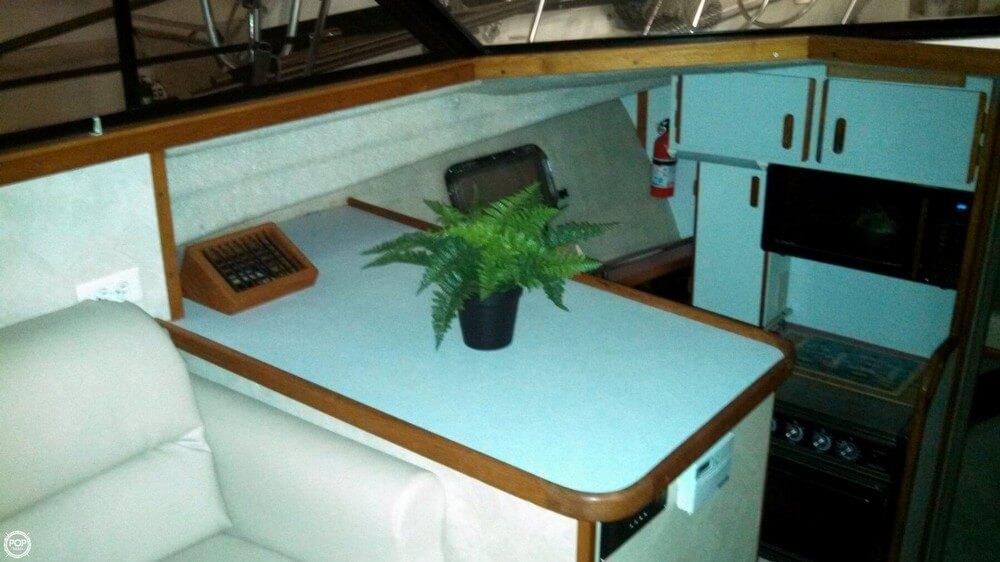 1986 Carver 3207 Aft Cabin - Photo #33