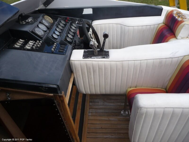 1986 Wellcraft 30 Excalibur Cat - Photo #35