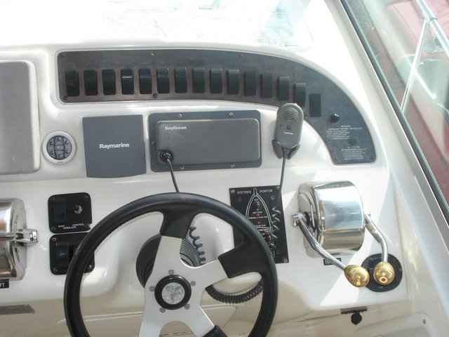 1998 Sea Ray 310 Sundancer - Photo #4
