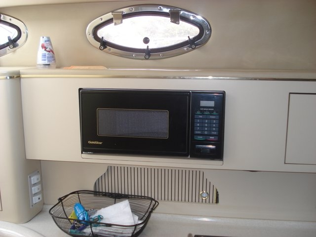 1998 Sea Ray 310 Sundancer - Photo #15