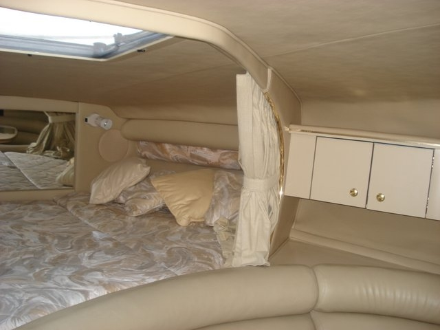 1998 Sea Ray 310 Sundancer - Photo #17