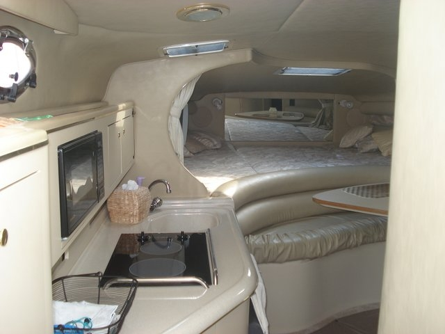 1998 Sea Ray 310 Sundancer - Photo #25