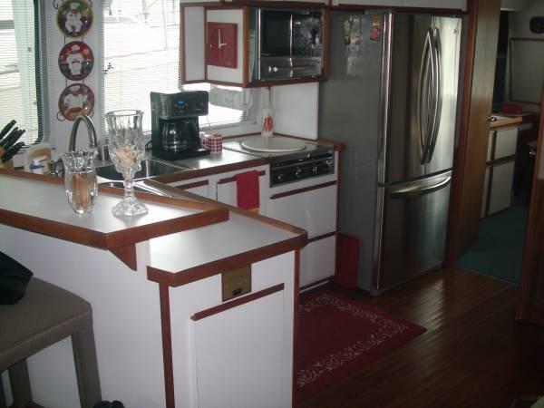 1990 Harbor Master 52 Widebody Houseboat - Photo #9