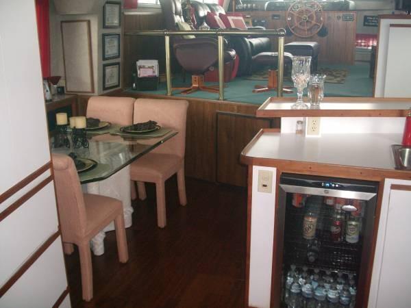 1990 Harbor Master 52 Widebody Houseboat - Photo #10