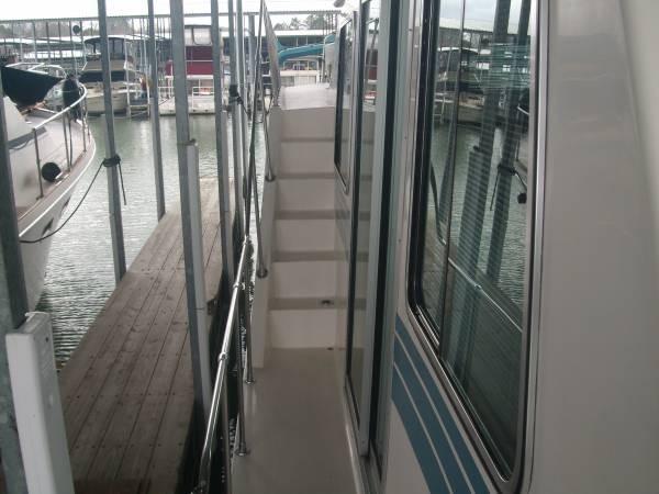 1990 Harbor Master 52 Widebody Houseboat - Photo #12