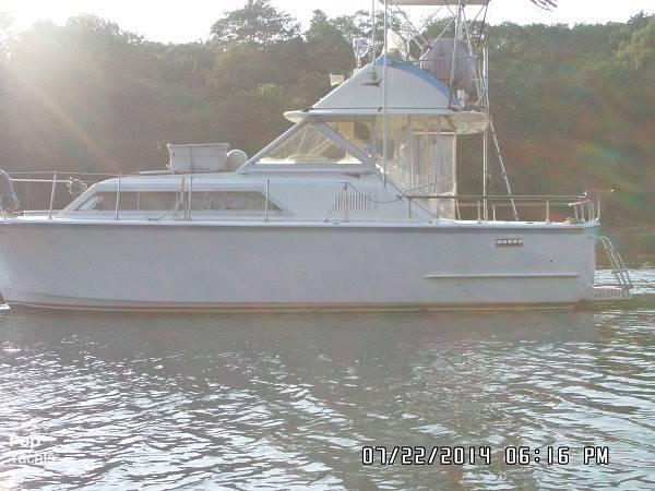 1971 Hatteras boat for sale, model of the boat is 31 Flybridge Cruiser & Image # 19 of 40