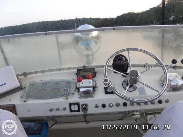 1971 Hatteras boat for sale, model of the boat is 31 Flybridge Cruiser & Image # 25 of 40