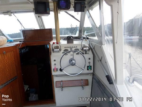 1971 Hatteras boat for sale, model of the boat is 31 Flybridge Cruiser & Image # 26 of 40