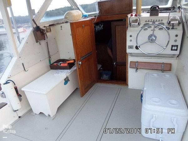 1971 Hatteras boat for sale, model of the boat is 31 Flybridge Cruiser & Image # 27 of 40