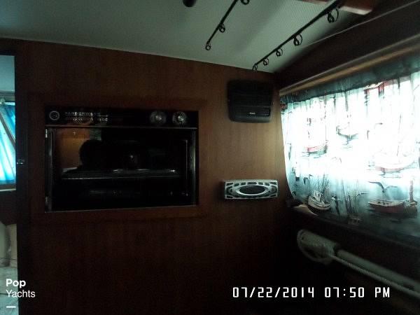 1971 Hatteras boat for sale, model of the boat is 31 Flybridge Cruiser & Image # 36 of 40