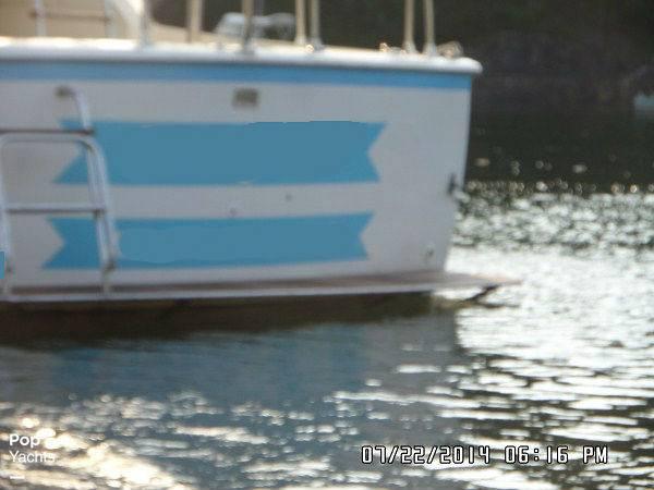 1971 Hatteras boat for sale, model of the boat is 31 Flybridge Cruiser & Image # 23 of 40