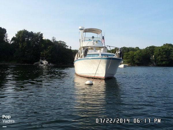 1971 Hatteras boat for sale, model of the boat is 31 Flybridge Cruiser & Image # 18 of 40