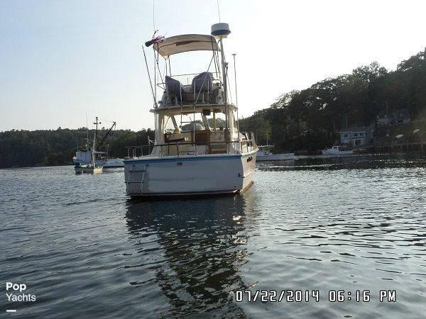 1971 Hatteras boat for sale, model of the boat is 31 Flybridge Cruiser & Image # 17 of 40