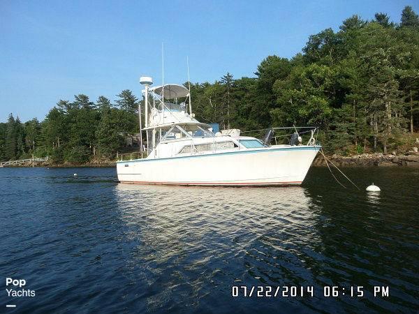 1971 Hatteras boat for sale, model of the boat is 31 Flybridge Cruiser & Image # 14 of 40