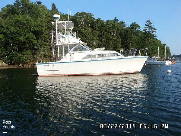 1971 Hatteras boat for sale, model of the boat is 31 Flybridge Cruiser & Image # 13 of 40