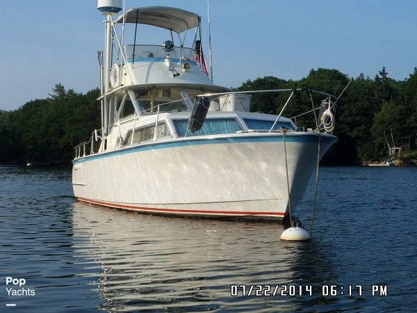1971 Hatteras boat for sale, model of the boat is 31 Flybridge Cruiser & Image # 12 of 40