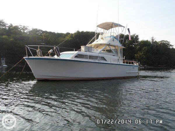 1971 Hatteras boat for sale, model of the boat is 31 Flybridge Cruiser & Image # 11 of 40