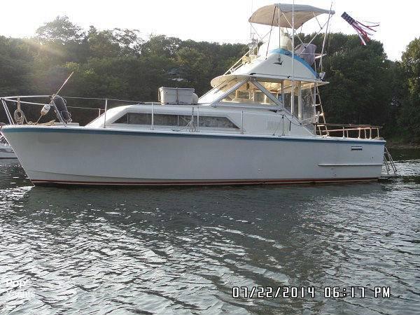 1971 Hatteras boat for sale, model of the boat is 31 Flybridge Cruiser & Image # 6 of 40